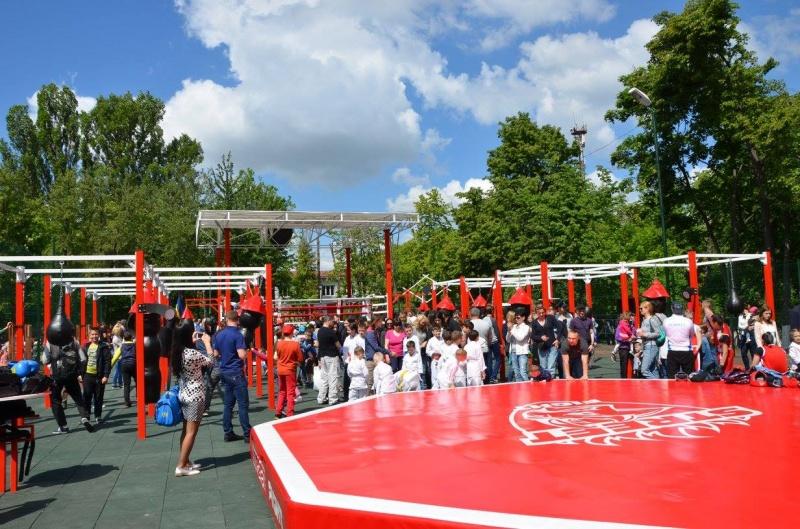 Мирослава Смирнова открыла в Вишневом новую спортивную площадку «STREET FIGHT»