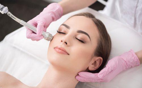 «Забудьте о экспериментах, доверьте свою красоту профессионалам» - медико-косметологический центр Этерия о пользе профессионального ухода за кожей