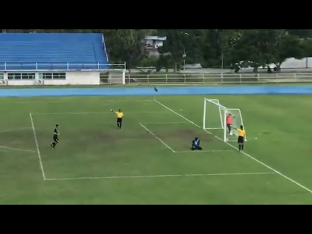 Смотреть Most Hilarious Penalty Goal Ever! Thai Goalkeeper Fooled By RIDICULOUS Back-Spinning Penalty!
