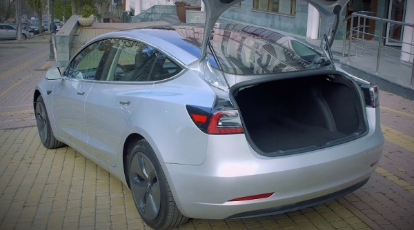 Nasdaq Group Ukraine провели тест-драйв нового Tesla Model 3